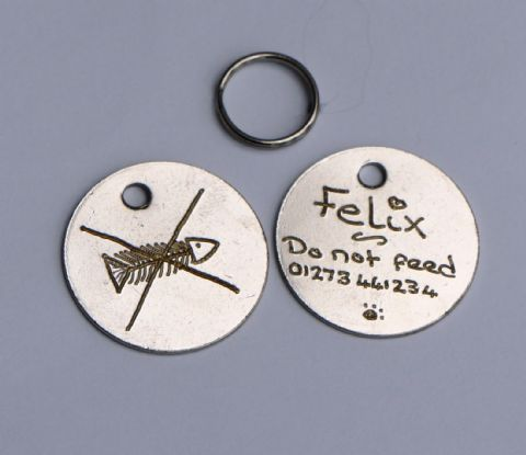 ID CAT TAG - DO NOT FEED CAT 20MM HAND ENGRAVED PET TAG